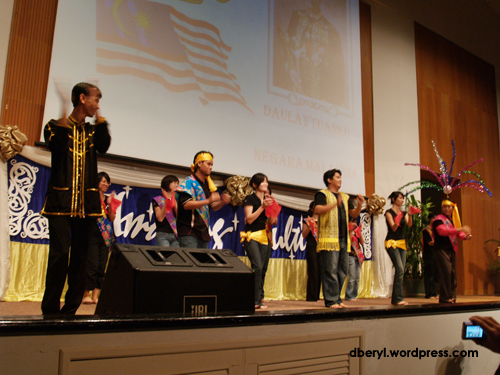 The Malaysians danced Tarian Joget this time. I'm glad to see the new Malaysian students involved.