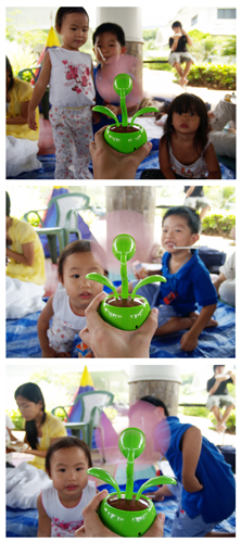 Look at how the kids were amazed by this flower-fan thingamajig! Love their expressions.