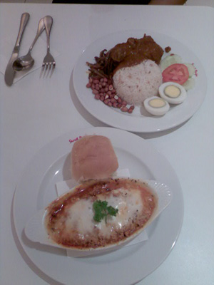 My chicken lasagna at Secret Recipe. Yup, that's nasi lemak you see. I can't wait to eat KK FOOD!!!