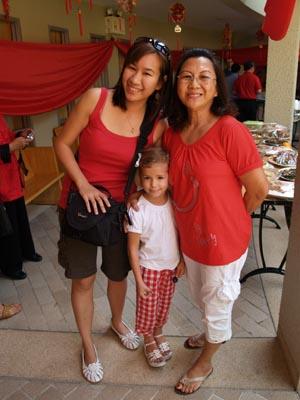 Me, Lia and Aunty Theresa. I'm quite fond of Lia (vice versa too, I think!).
